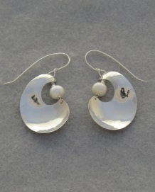Silver Curl with a Pearl (white)